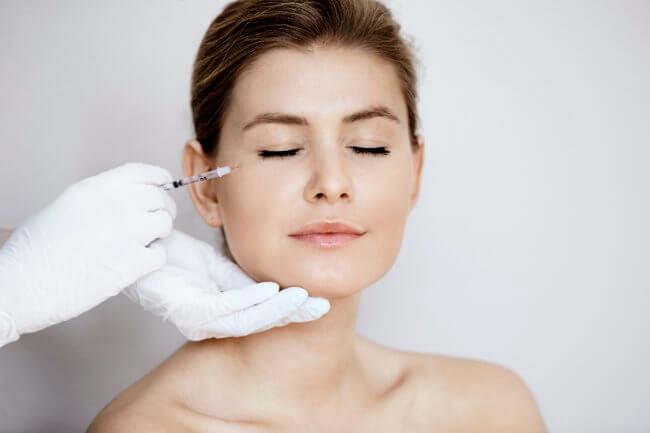 Kosmetisk sygeplejerske Simone: Få kosmetiske behandlinger i en tidlig alder