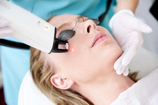 Kosmetisk sygeplejerske Atusa: Derfor er Fraxel perfekt til efteråret